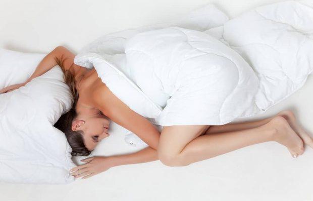 Dormire su fianco, tra pro e contro